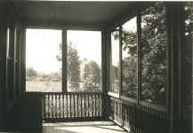 Houses-196Berry Hill_40s_porchlookingsouth.jpg (64252 bytes)