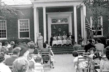 part5_LocustGroveGraduation1951.jpg (91713 bytes)