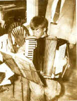 people_Doug_Baird - accordion-1.jpg (23073 bytes)