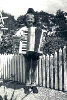 people_Doug_baird_ accordion -2.jpg (22998 bytes)