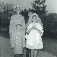 people_mcauliffe_eileen_first_communion.jpg (34766 bytes)